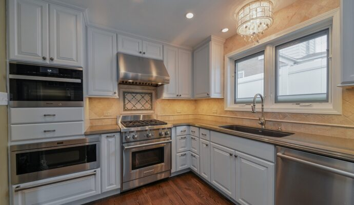 Chula Vista Custom Kitchen, Bath, & Cabinet Remodeling Services-We do kitchen & bath remodeling, home renovations, custom lighting, custom cabinet installation, cabinet refacing and refinishing, outdoor kitchens, commercial kitchen, countertops, and more